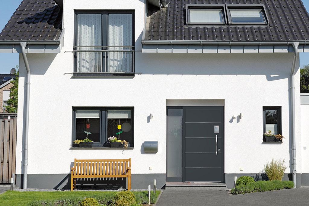 Domotique : sécuriser son habitat avec une porte d'entrée connectée